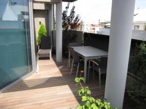 Reforma integral piso ático en Valencia. Terraza exteriro. suelo de madera